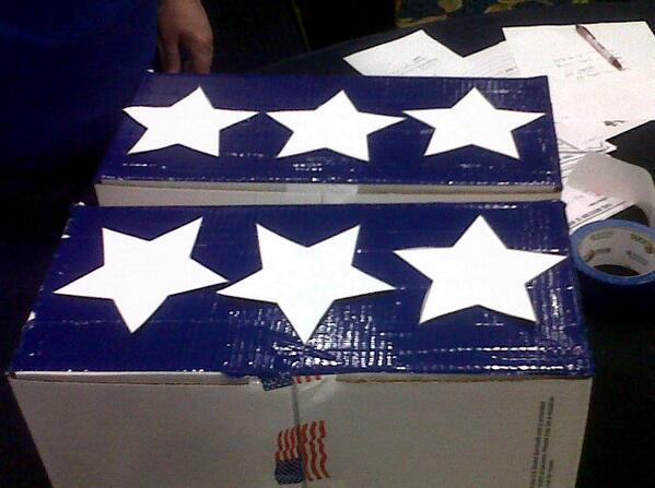 Decorate care packages for soldiers