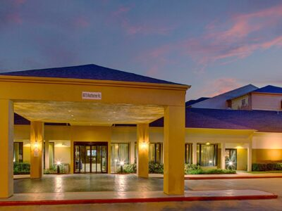 Featured Image For Courtyard by Marriott Houston Westchase Team Building Venue